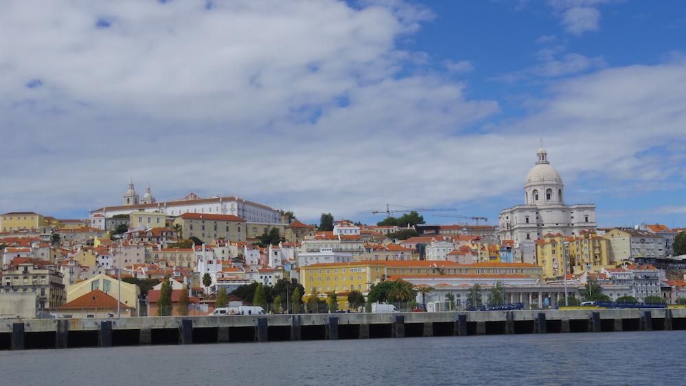 リスボンをテージョ川より