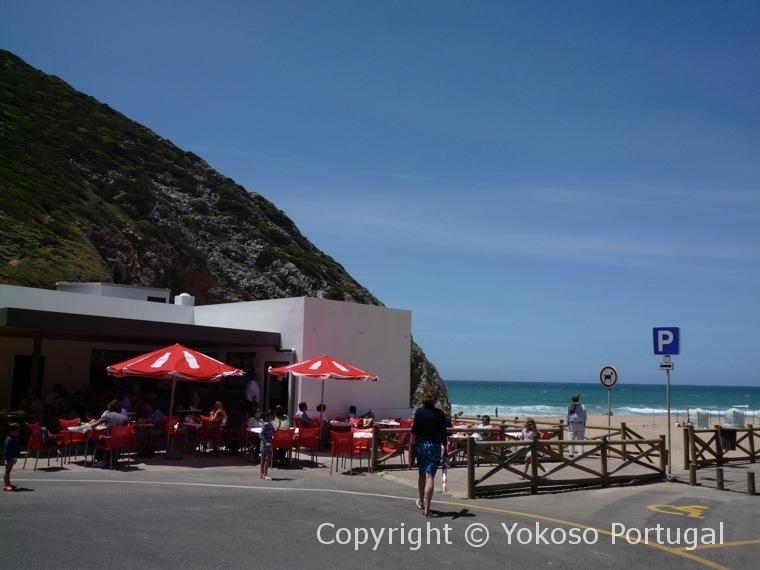 アドラガビーチのレストラン