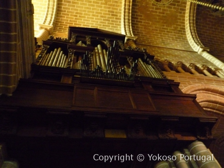 エヴォラ大聖堂のパイプオルガン
